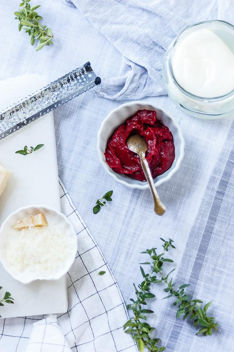Ingredientes caseros de las berenjenas a la parmesana