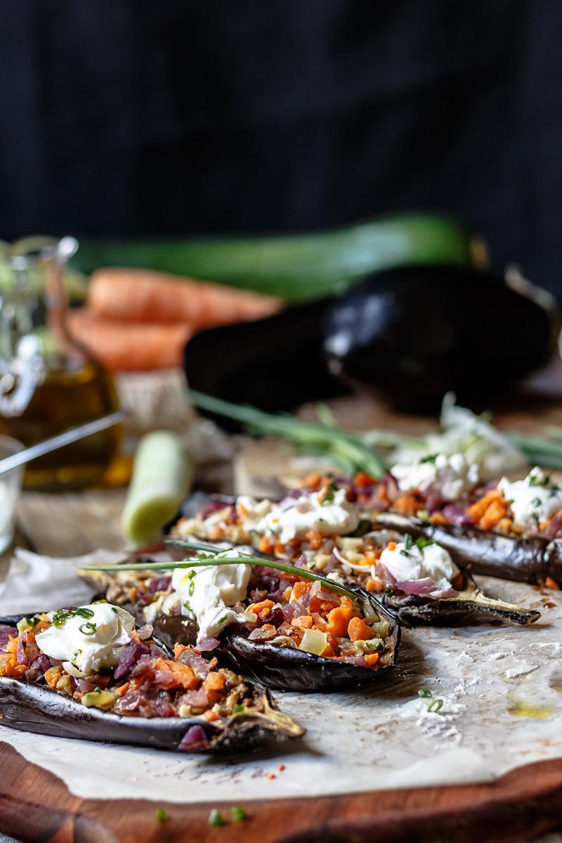 Receta de berenjenas rellenas de verdura saludables.