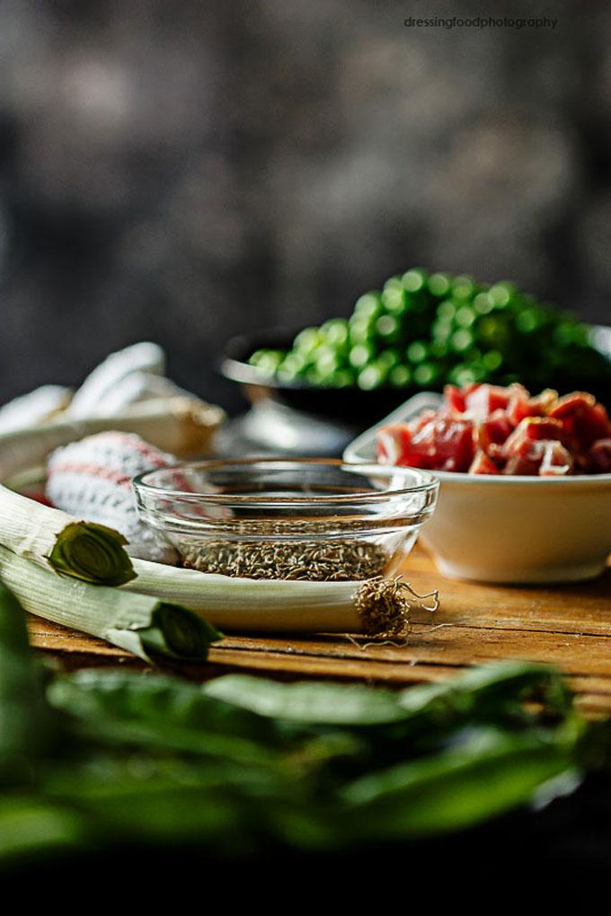Ingredientes para hacer guisantes con jamón