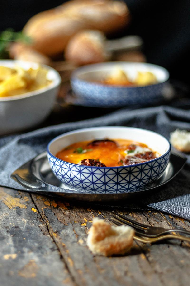 Receta de huevos a la flamenca o huevos al plato