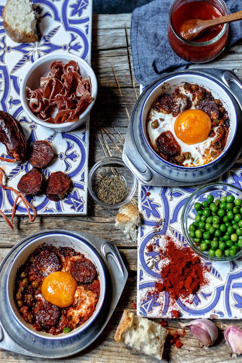 Ingredientes para huevos al plato.
