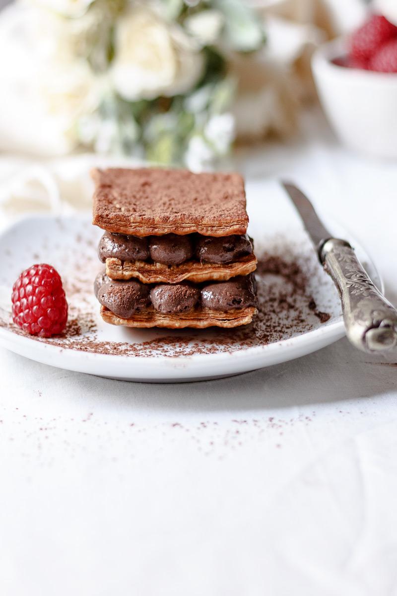 Milhojas de mousse de chocolate fácil