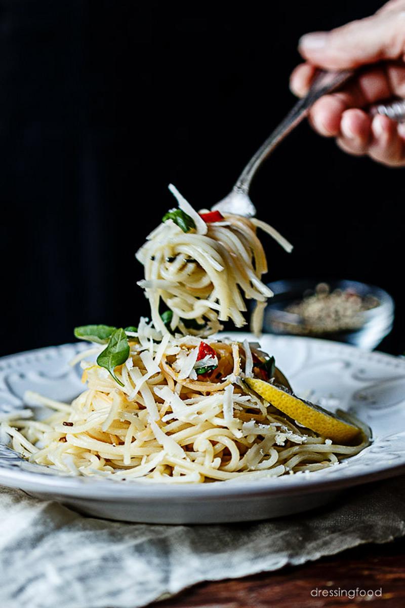 Pasta italiana con salsa de limón y un toque de albahaca